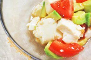 トマトとアボカドの豆腐和えレシピ