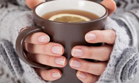 冬でもキレイな女性の手