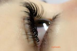リフトアップラッシュをした女性の目