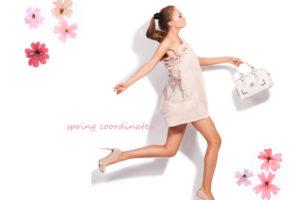 春コーデを楽しむ女性