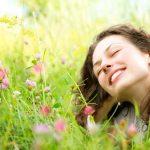 初夏のアイシャドウ‗アイメイクを変えた女性