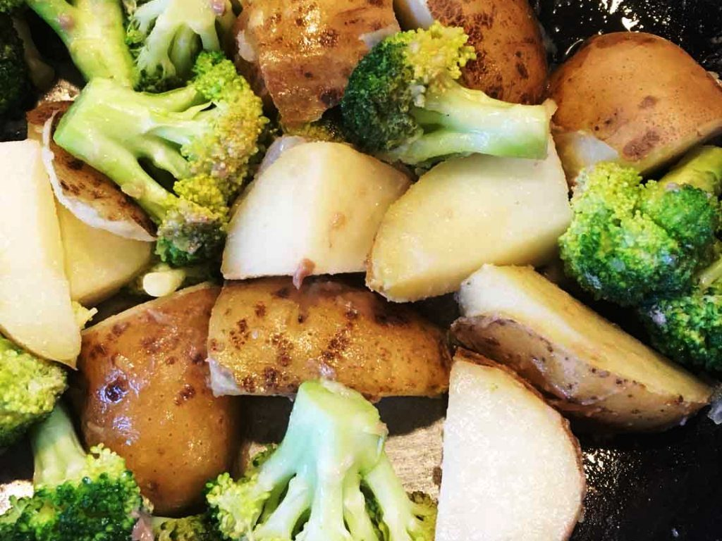 ブロッコリーとアンチョビ炒め、作り方はとっても簡単♪
